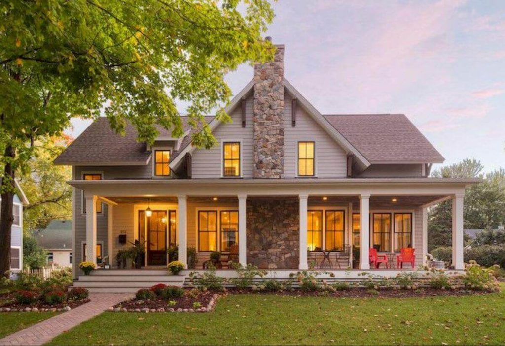 30+ Farmhouse Exterior Ideas For Your Modern Farmhouse