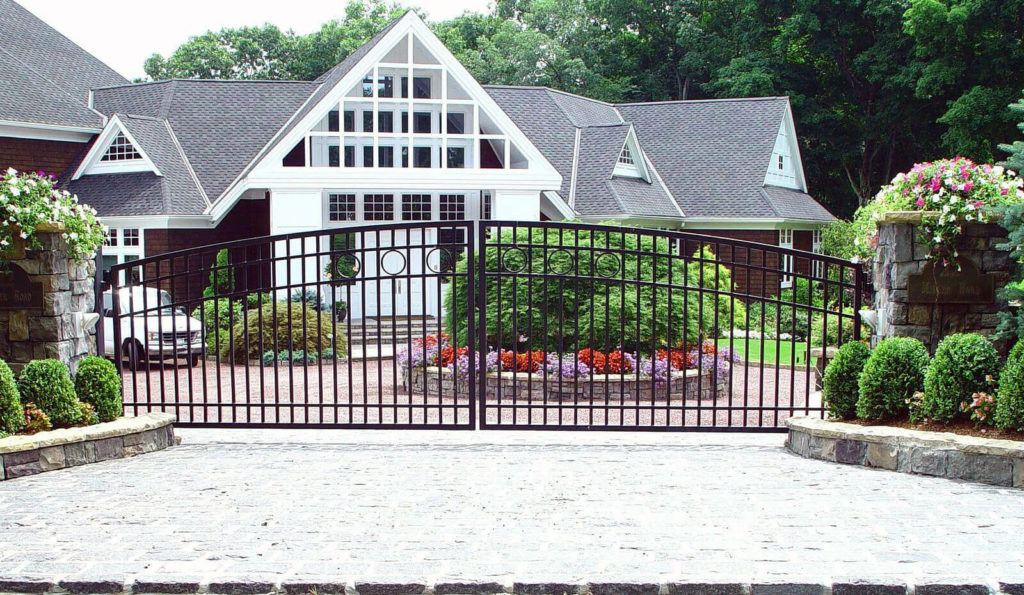 17 gate design for small house 1024x595 - 37+ Small House Basic Simple Gate Design Pictures