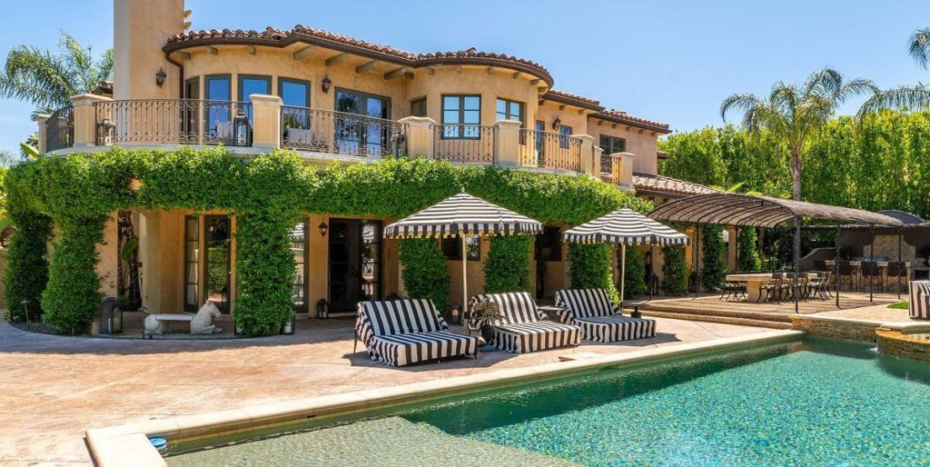 Kaley Cuoco's California Villa