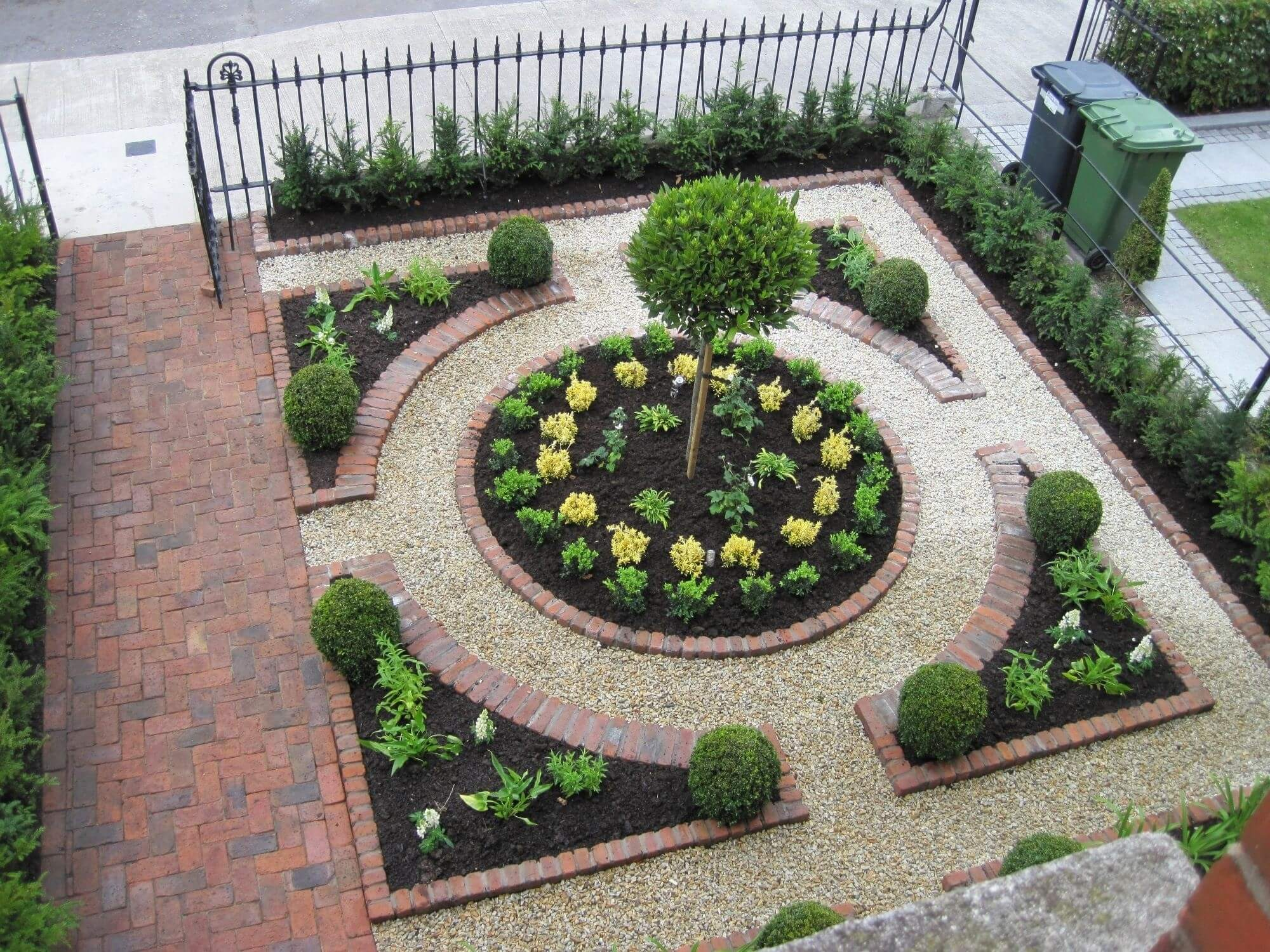 Best 11 Small Front Garden Design Ideas To Steal