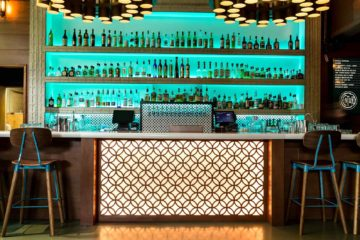 Century Bar Portland With Stunning Views feature