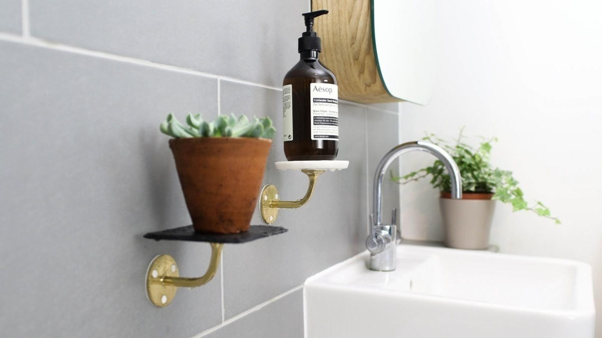 Bathroom-Creative-shelves2
