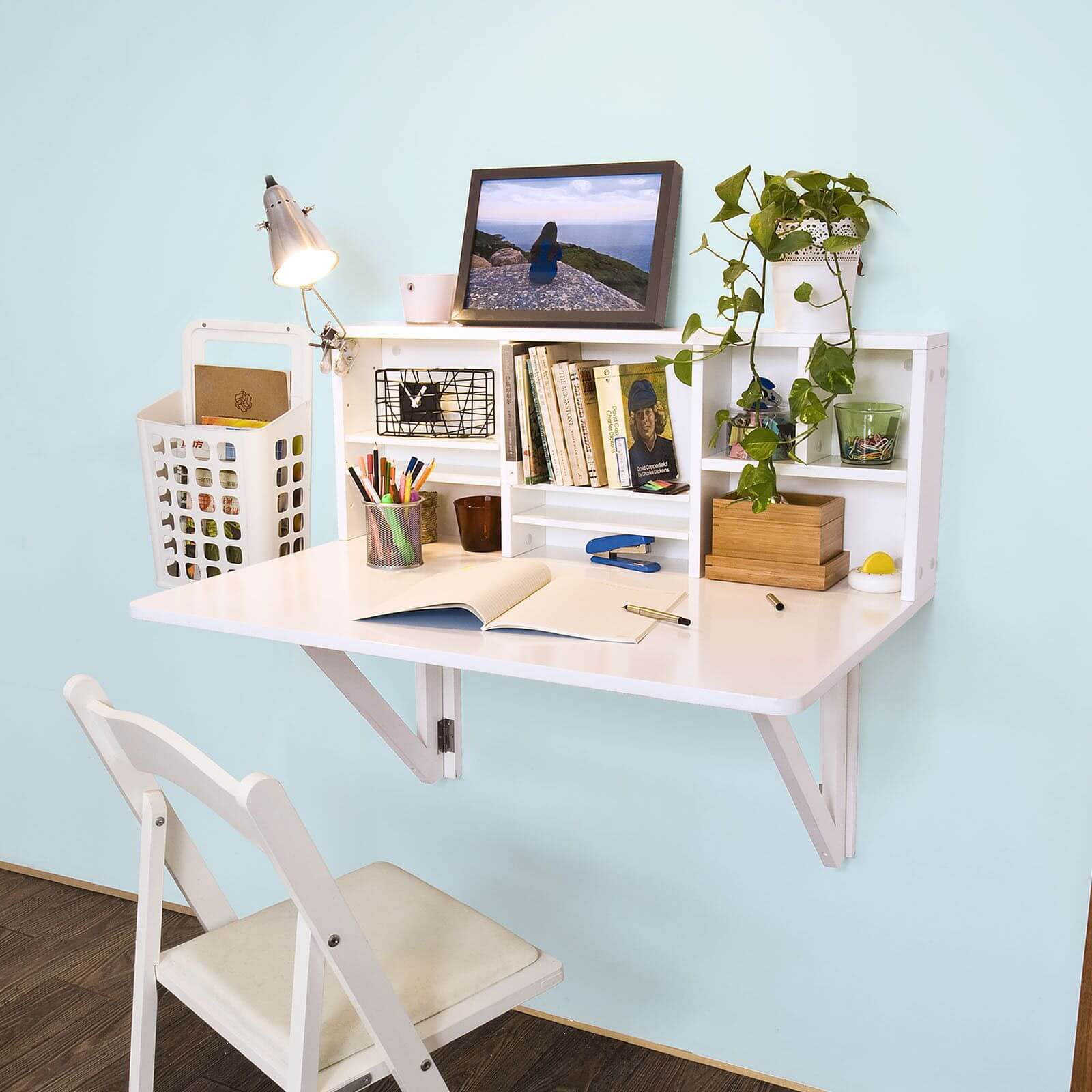 Mounted Desk Designs For DIY Enthusiasts 14