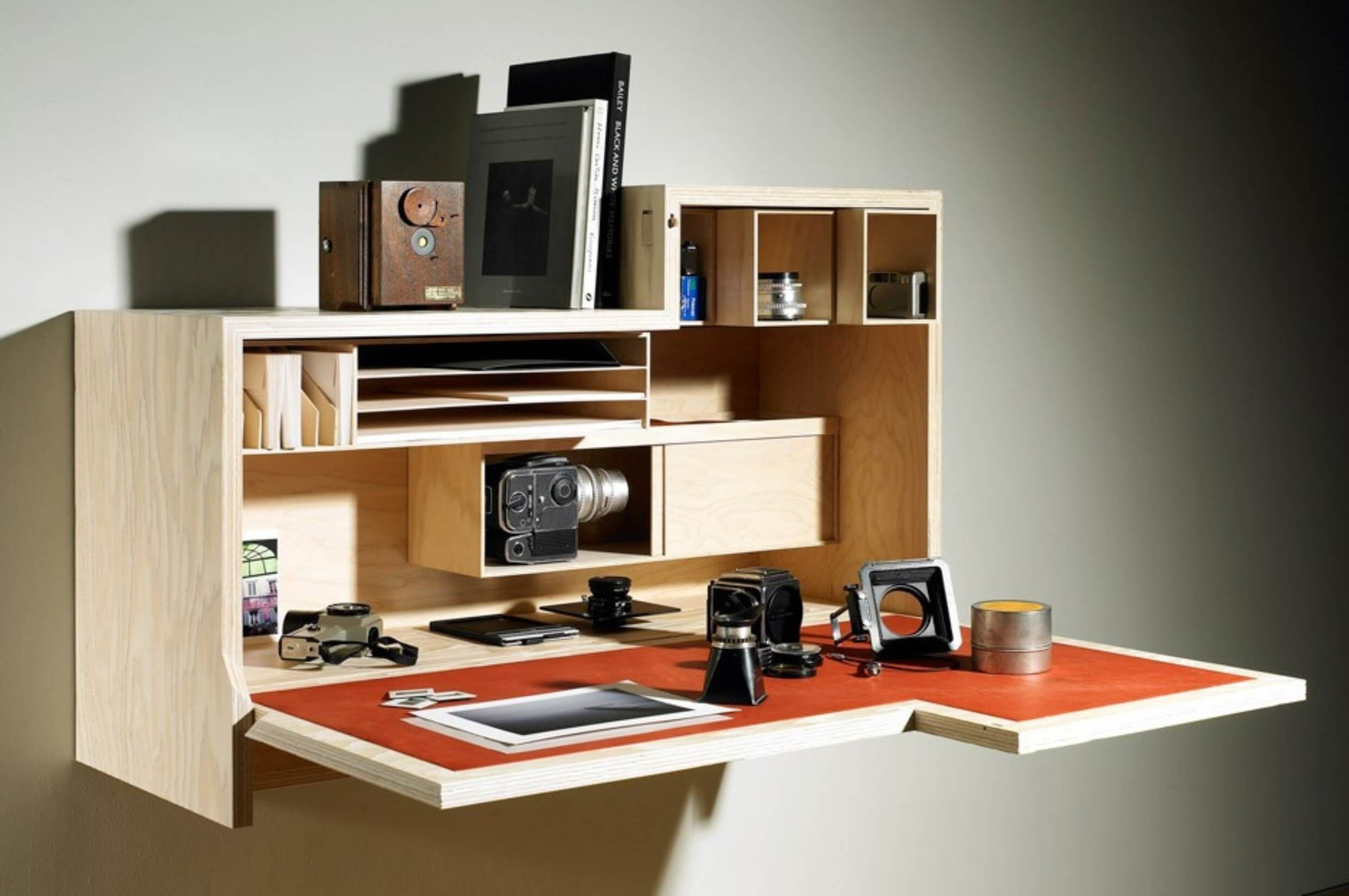 Mounted Desk Designs For DIY Enthusiasts 3