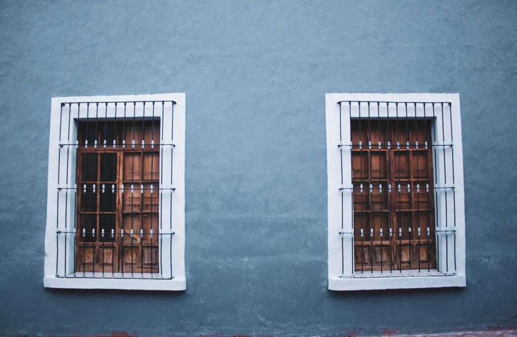 Simple Yet Modern Window Grill Designs to Decorate Windows Featrure Image-min
