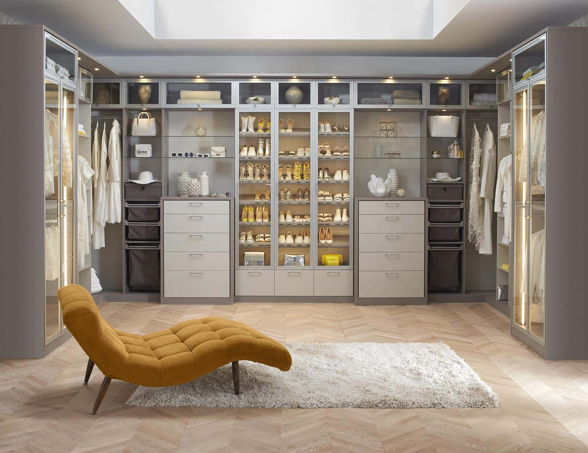 Luxurious Walk in closet