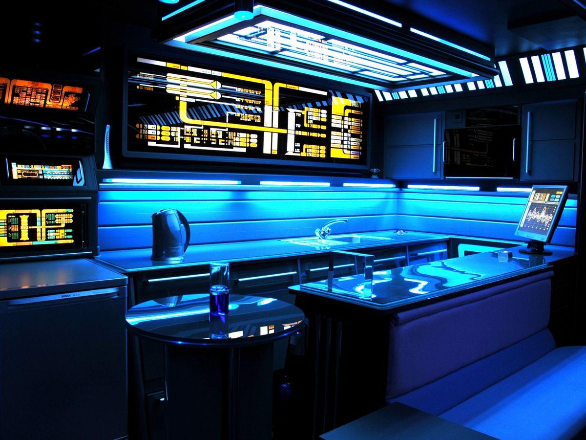 10 Star Trek Voyage House