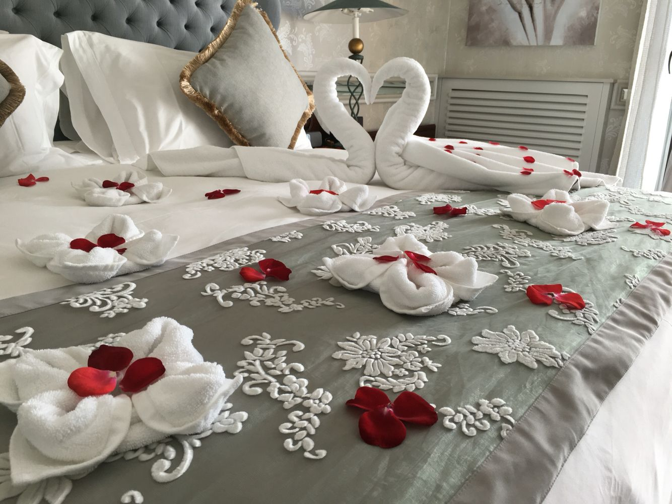 Bedroom Decoration for Valentine Day