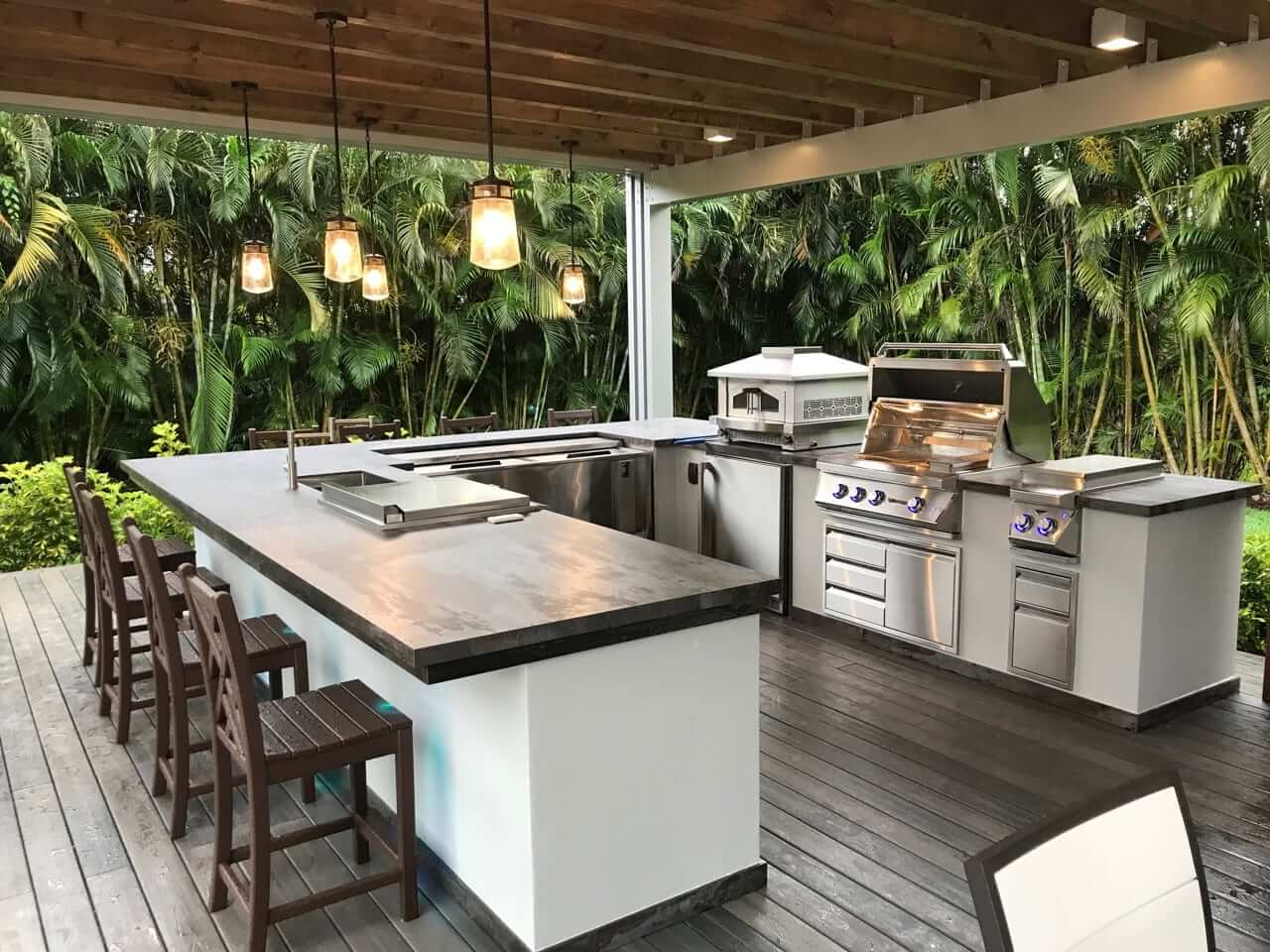 Outdoor Kitchen and Bar Combo
