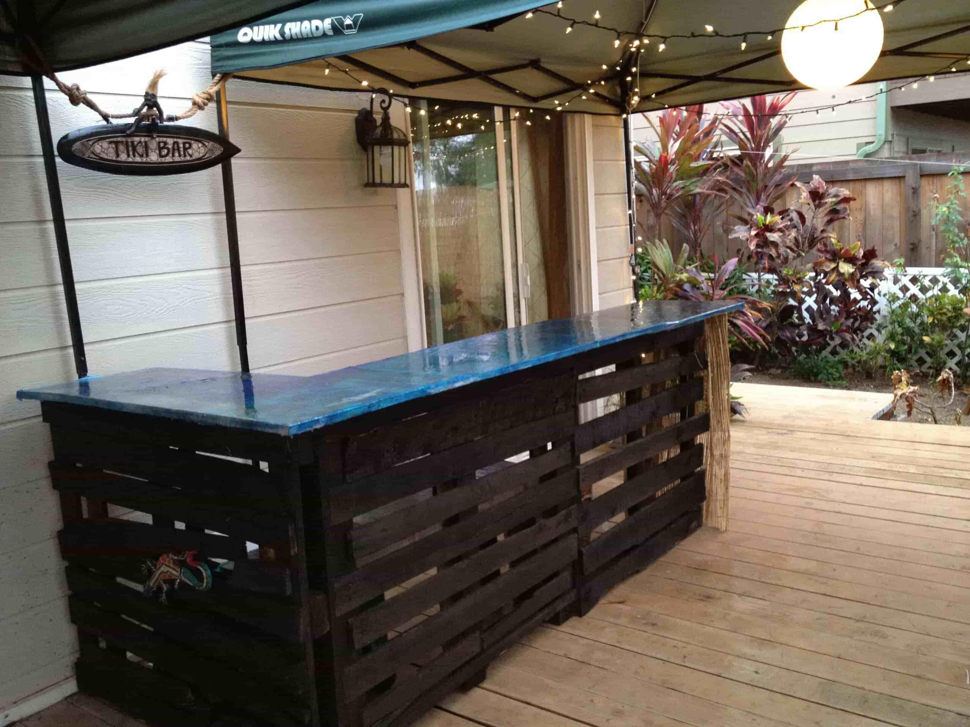 Tiki Pallet Bar