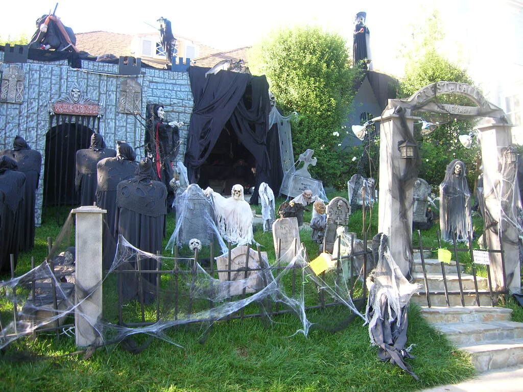 Halloween backyard decoration