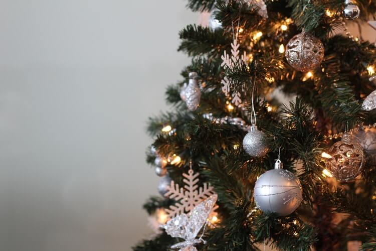 Christmas-tree- decoration-tips-2