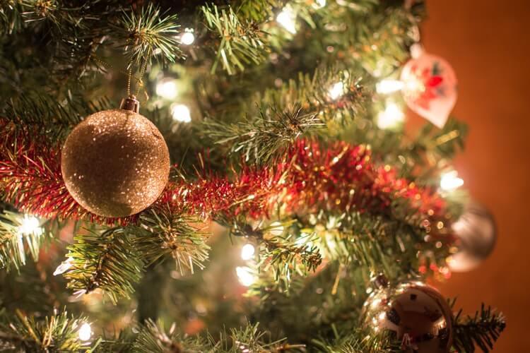 Christmas-tree- decoration-tips-3