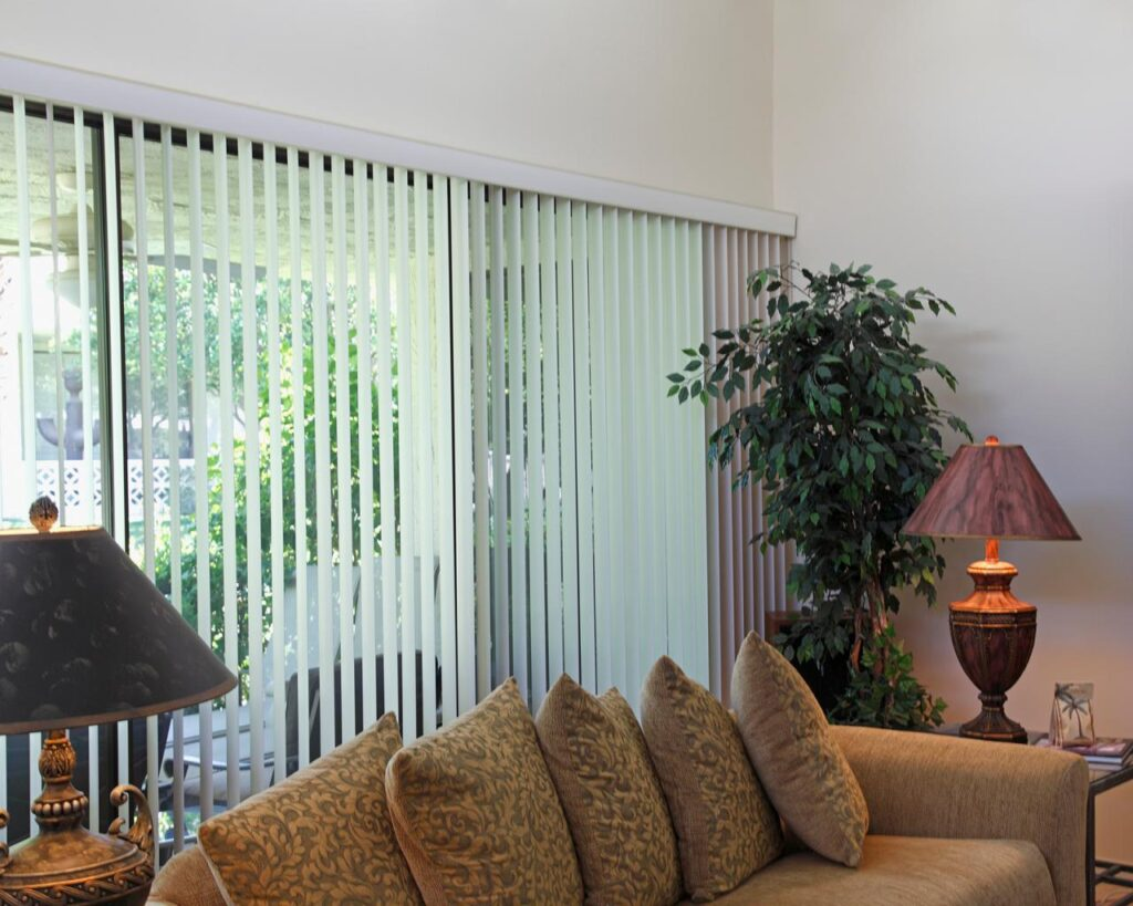 Blinds_vs_Curtains